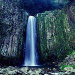 断崖から流れ落ちる瀑布滝「日本の滝百選」